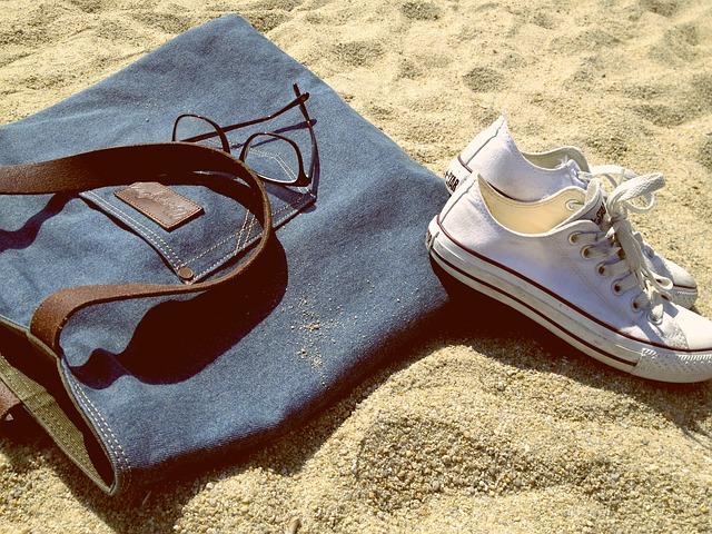 kabelka a tenisky.jpg